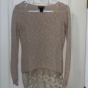 Long sleeve shirt with lace details